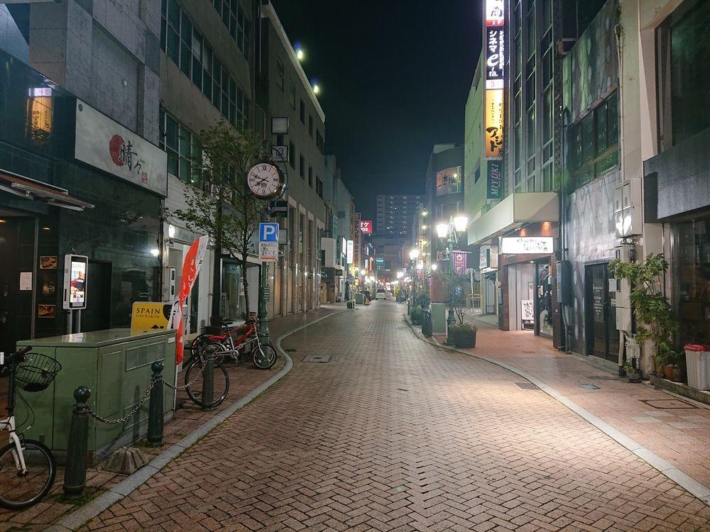 緊急事態宣言中の浜松市有楽街
