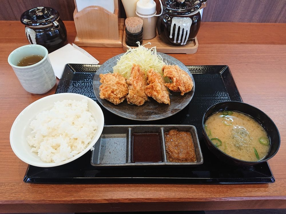 浜松市中区幸5丁目にからやま浜松幸店オープン、定番のからやま定食を注文